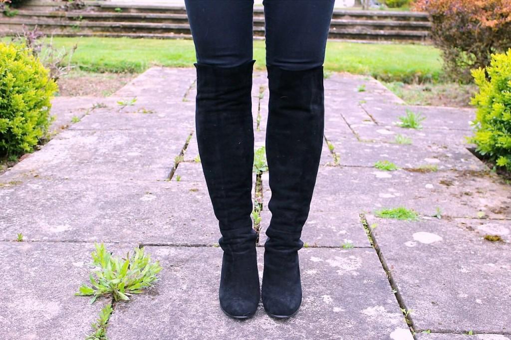 Capsule shoe