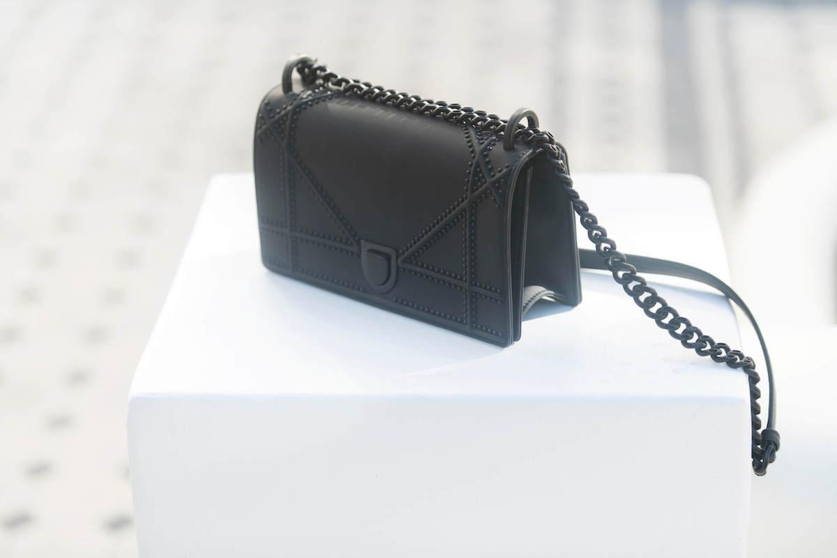 Small Diorama Ultra Black